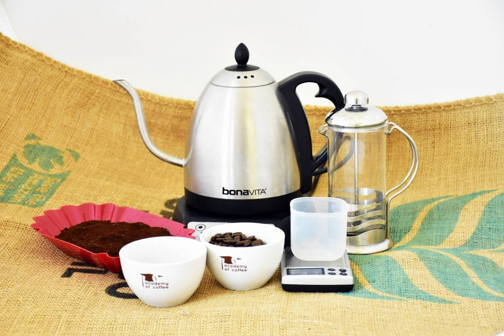 Všetko potrebné pre prípravu kávy vo French Presse